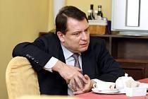 Předseda ČSSD Jiří Paroubek při rozhovoru pro východočeské Deníky