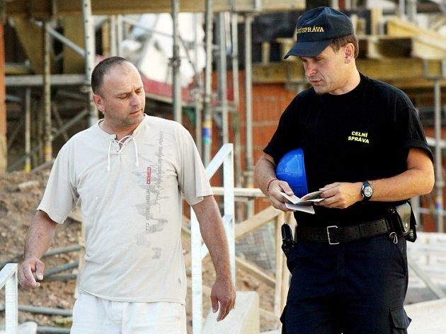 Cizinecká policie kontrolovala zahraniční dělníky