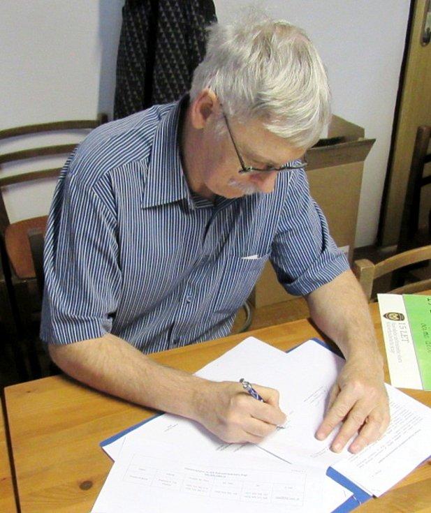 Z podpisů dohod HZS Královéhradeckého kraje s institucemi a firmami z kraje o vzájemné spolupráci.