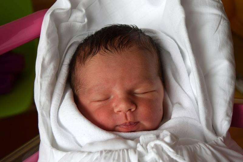 MATĚJ ZAJÍC se narodil 20. července. Chlapeček vážil 3 710 g a měřil 51 cm. Těšili se na něj rodiče Jana a Jan Zajícovi a také bratr Adam, kterému je 3,5 let. Rodina bydlí v obci Přepeře.