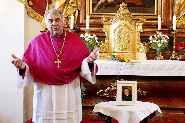 Královéhradecká diecéze má nového biskupa. Stal se jím 3.března Jan Vokál, který už je 25. biskup královéhradecké diecéze.