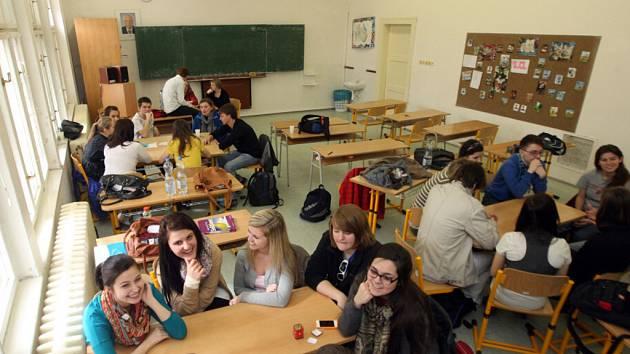 Američtí studenti navštívili Obchodní akademii, Střední odbornou školu a Jazykovou školu s právem státní jazykové školy v Hradci Králové.