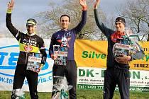 Trojlístek nejlepších na levém snímku zleva: druhý Martin Hunal, první Martin Bína a třetí Michal Malík.