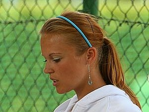 Lucie Makrlíková postoupila do druhého kola.