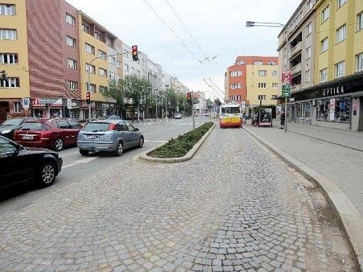 Místo střetu - křižovatka Gočárovy třídy a Herbenovy ulice vHradci Králové.