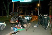 V autě vezli kompletní varnu, pozornosti policejní hlídky neunikli.