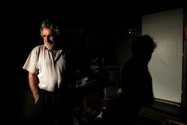 Záměrem policistů při noční kontrole bylo zmapovat místa nejčastějších pobytů hradeckých bezdomovců. Zároveň zjišťovali, zda mezi nimi nejsou osoby policejně hledané.