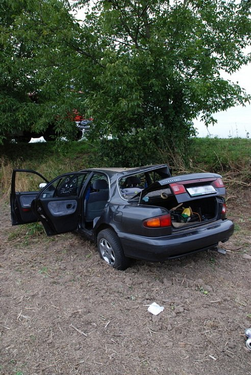 Při kolizi byli ve voze zraněni tři lidé