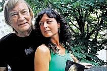 Vít Olmer s manželkou Simonou Chytrovou.
