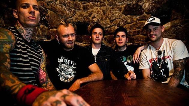 Folk-punk-rocková formace Pipes and Pints.