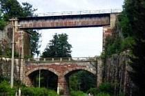 Železniční viadukt v Bernarticích.