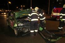 Dopravní nehoda dvou osobních vozidel v Hradecké ulici v Hradci Králové.