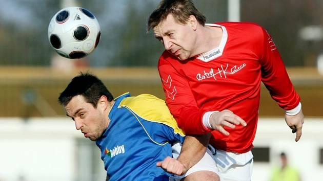Fotbal, krajský přebor: Nový Hradec - Česká Skalice (21. března 2009).