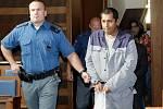 Až patnáctiletý pobyt ve vězení, případně i doživotní trest hrozí Jiřímu Sivákovi, Radimu Frimlovi a Františku Mikovi, kteří byli 11. října u soudu obžalováni z pokusu kuplířství a vraždy.