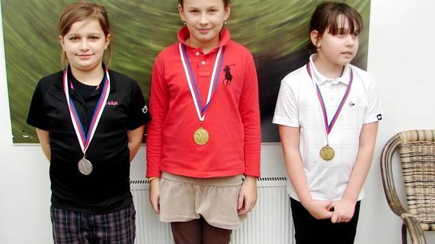 Nejlepší tři hráčky mistrovství České republiky na FSG simulátorech v kategorii mladších žákyň.