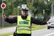 Policejní dopravní kontrola. Ilustrační fotografie.