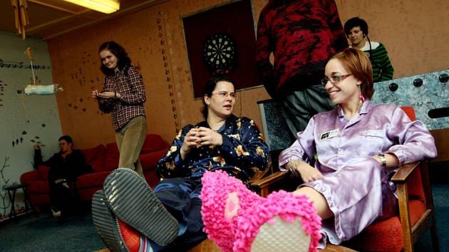 Stávka: Do práce přišli jen v pyžamech a spodničkách
