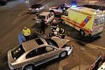 Dopravní nehoda osobních vozidel Škoda Felicia a Škoda Octavia u Tesly v Hradci Králové na křižovatce ulic Okružní, Gočárův okruh a Víta Nejedlého.