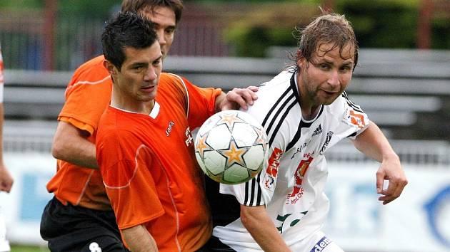 Pavel Němeček (vpravo) v utkání s Fulnekem.