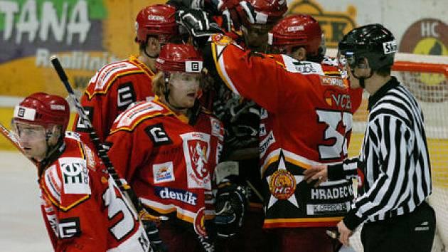 Hokejisté se radují jen na ledě.
