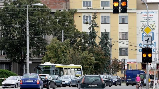 """Křižovatka """"u Koruny"""" v Hradci Králové."""