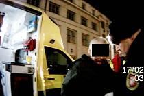 Zraněný opilý muž v blízkosti královéhradeckého nádraží.
