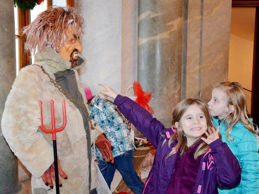 Vánoce na zámku Karlova Koruna v Chlumci nad Cidlinou.