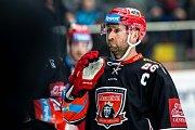 Domácí kapitán Jaroslav Bednář se v 1. semifinále duelu Hradec Králové - Třinec (1:4) neprosadil.