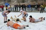 Zahájení koupací sezony na pláži Járy Cimrmana v Mlékosrbech