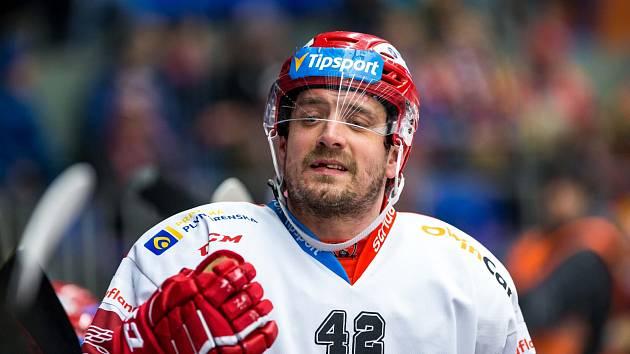 ZKUŠENÝ ÚTOČNÍK Petr Koukal se chystá na další extraligovou sezonu.