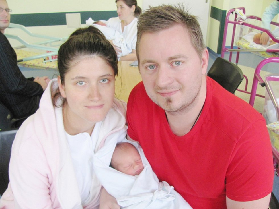 KRYŠTOF KRUPIČKA se narodili  15.11. v 16,10 hodin manželům  Ludmile a Tomáši Krupičkovi z Černilova. Kryštof na svět přišel s 51 cm a 3140 g.