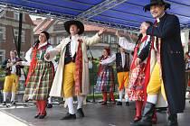 """XXI. Folklorní festivalu v Hradci Králové nazvaný ,,Na hradeckém rynku""""."""