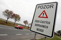 Nebezpečné místo na tahu Hradec Králové - Jičín pro řidiče, kteří odbočují na Všestary.