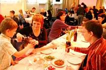 Sederová večeře jako součást oslav židovského svátku Pesach.