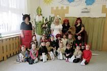 """Mateřská škola Beruška, Chlumec nad Cidlinou - děti ze třídy """"včeličky""""."""