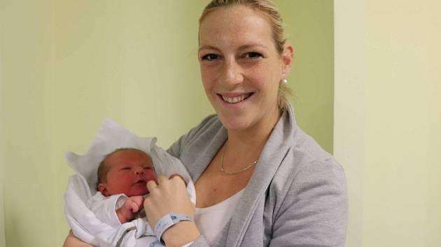 ZDENĚK HOŠEK se narodil 18. listopadu v 17.05 hodin. Měřil 54 cm a vážil 4180 g. Velkou radost udělal svým rodičům Kristýně Fikejzové a Zdeňku Hoškovi ze Skaličky. Doma se těší dvouletý bráška Kryštof.