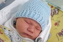 FILÍPEK SVATOŠ poprvé spatřil světlo světa 5. dubna ve 21.30 hodin. Po narození vážil 3800 g a měřil 51 cm. Velkou radost udělal svým rodičům Filipu Svatošovi a Nikole Chládkové z Hradce Králové.
