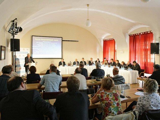 Konference Jaká je perspektiva Krkonoš v Hradci Králové.