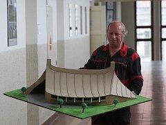 Model národního stadionu vytvořený studenty stavební průmyslovky.