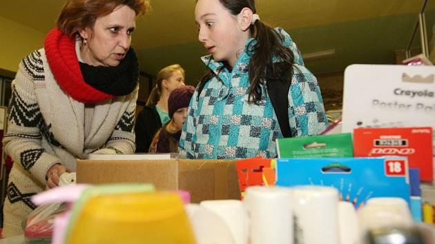Sbírka pro děti z domova dětí v Nechanicích v hradecké ZŠ Štefánikova.
