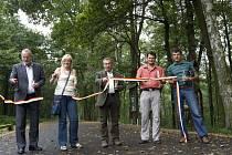 Otevření nového okruhu pro bruslaře a cyklisty v hradeckých městských lesích.