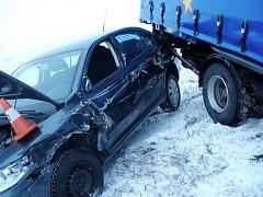 Hromadná dopravní nehoda na silnici I/11 u Roudnice.