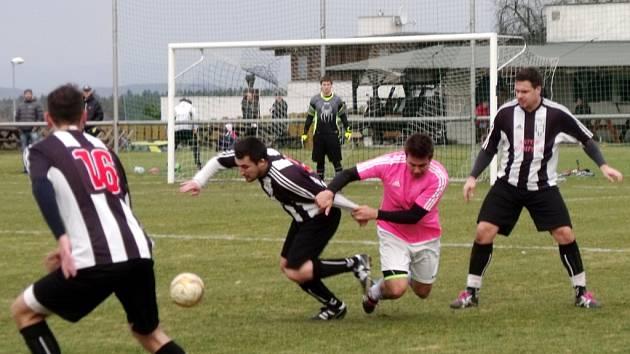 Krajská fotbalová I. A třída: FC Nový Hradec Králové - TJ Lokomotiva Hradec Králové.