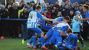 Fotbalisté třetiligového Chlumce vyřadili v poháru dva prvoligové týmy a třetího, supersilnou Plzeň, zle potrápili. Padli s ní až po prodloužení.
