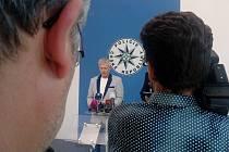 Na úterní tiskové konferenci královéhradečtí policisté informovali o tom, že padesátiletého muže, jehož tělo se před čtrnácti dny našlo v poli i Lázní Bělohrad, zavraždil neznámý pachatel.