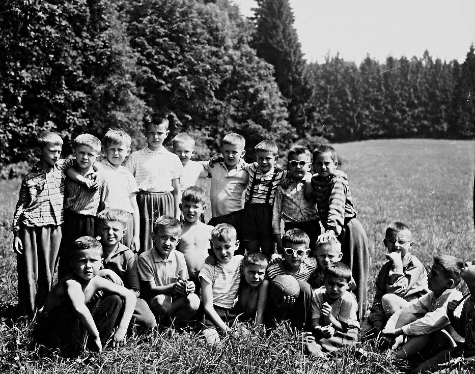 """Parta dětí. """"Velice rád na tábor vzpomínám. Věřím, že stejně tak rády vzpomínají i děti, které se ho tehdy zúčastnily,"""" dodává pan Suchoradský."""