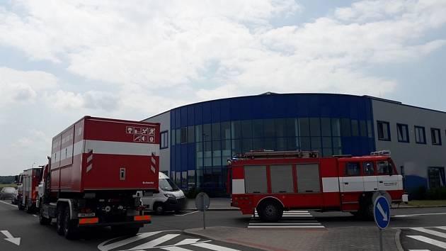 Z průmyslové zóny v Zábědově v Novém Bydžově unikl ethylacetát.