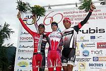 STUPNĚ VÍTĚZŮ. Cyklista Tomáš Bucháček z PSK Whirlpool–Author (vpravo) si dojel v první etapě závodu Okolo Bulharska pro třetí příčku. V konečné klasifikaci pak obsadil pátou pozici.
