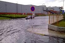 Vodní živel řádil také u hradeckého obchodního centra Futurum.