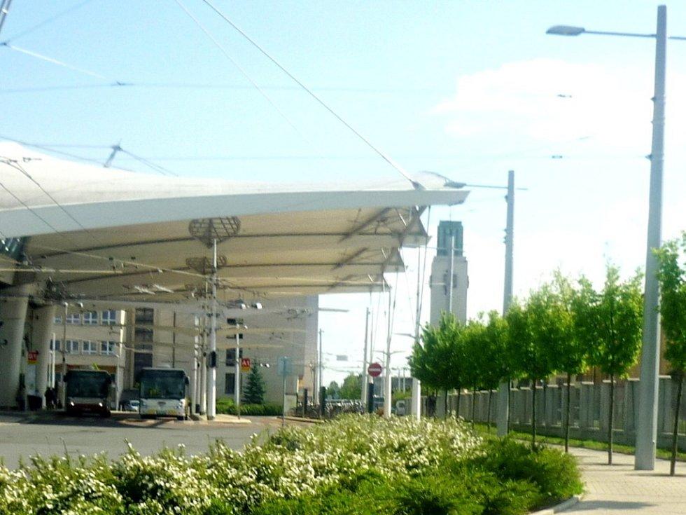 Lokalita terninálu hromadné dopravy a nádraží v Hradci Králové.